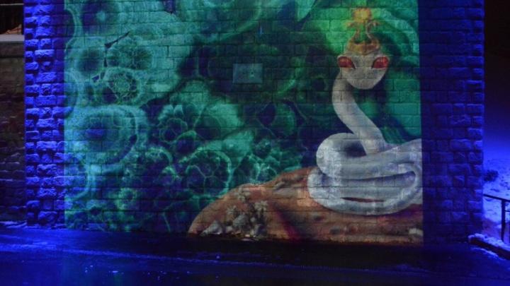 Фиолетовая ротонда и гравюры на стене: набережная Перми превратилась в мультимедийную галерею