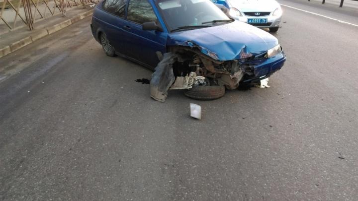 На Московском проспекте водитель проломил забор