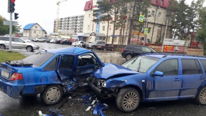 На Московском тракте столкнулись Daewoo и Volkswagen: пострадали два человека