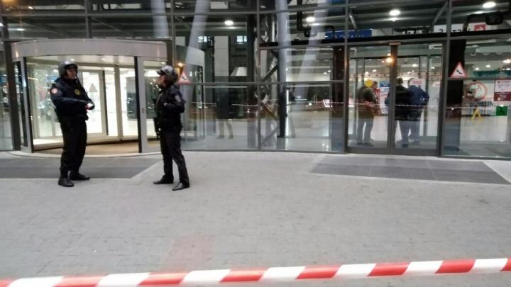 «Все на выход»: как челябинский бизнес пережил атаку телефонных террористов