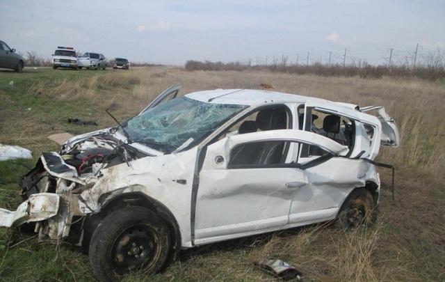 В Волгоградской области в перевернувшейся иномарке погибли водитель и пассажир