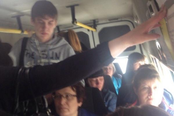Пассажиры не могут поместиться в маршрутки