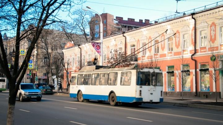 В Ростове водитель троллейбуса выгнала пассажира, не найдя сдачи с 500 рублей