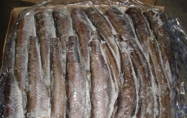 Около 20 тонн замороженной рыбы не выпустили из Ростова