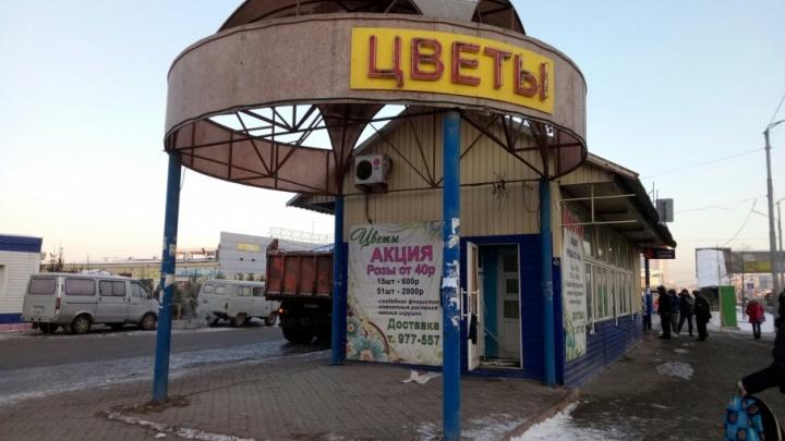 Ни цветов, ни денег: в Тюмени снесли незаконный торговый павильон