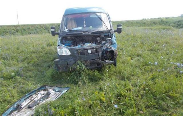 В Самарской области «газель» врезалась в автобус