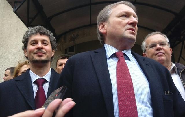 «Предлагали работать на откатах. Потом сказали валить из России»: что говорили Хуруджи и Титов на суде