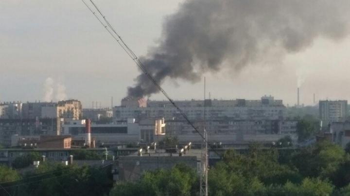 В центре Челябинска вспыхнула автостоянка