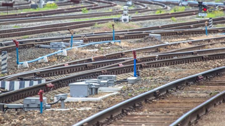 В Сызрани на железнодорожных путях рабочие нашли артиллерийский снаряд
