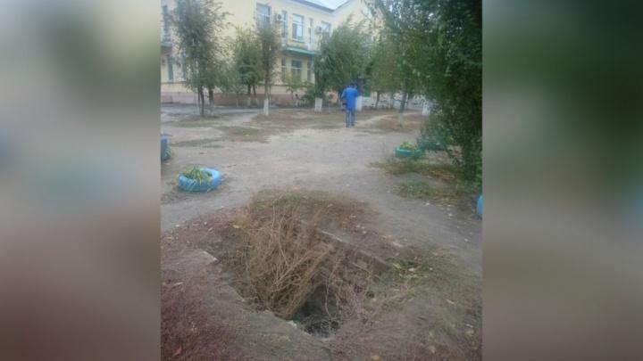 Жители Красноармейского района проваливаются в огромный коллектор