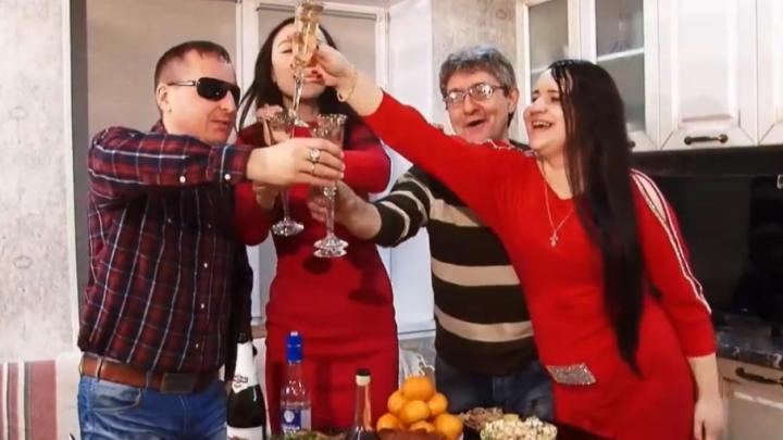 Незрячий певец Виктор Тартанов подарил ростовчанам новый клип про «Улетный Новый год»