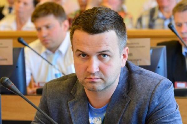 Депутат требует с депутата миллионы рублей