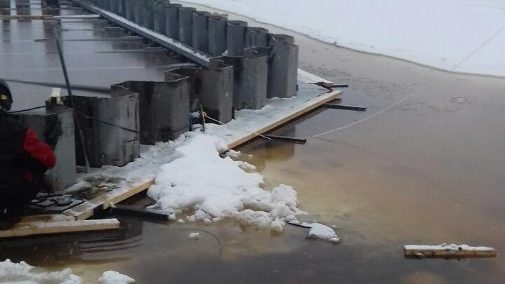 Из-за погоды сроки строительства причала на Хабарке оказались под угрозой