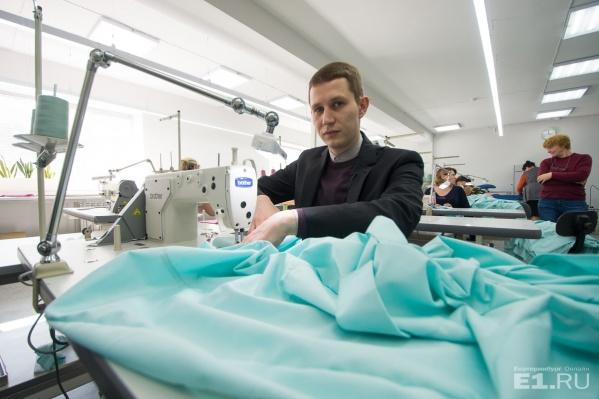 Дмитрий Шишкин признался, что шить не умеет.
