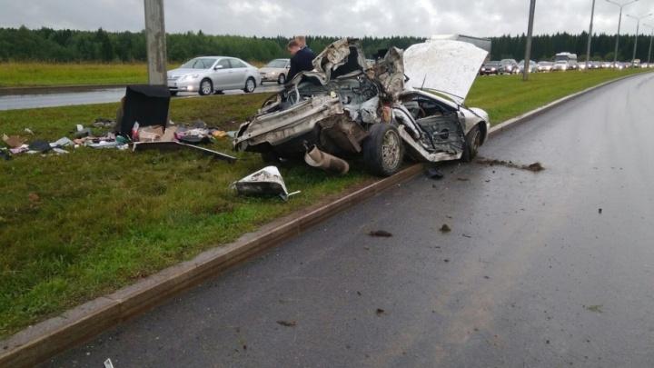 В Перми водитель иномарки вылетел с трассы и врезался в столб