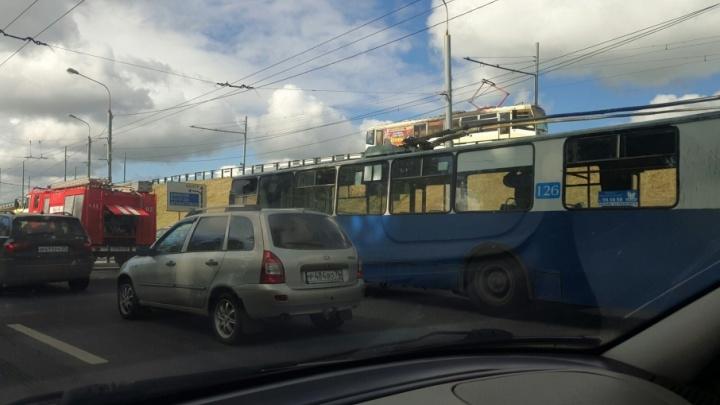 Утром в Брагино полыхал троллейбус: внутри были пассажиры