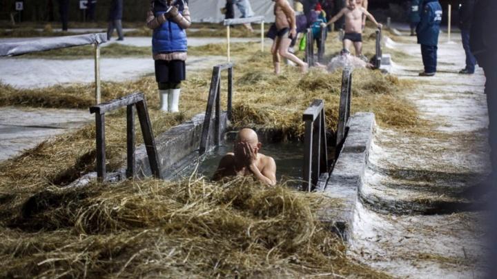 Четверым тюменцам стало плохо после крещенских купаний