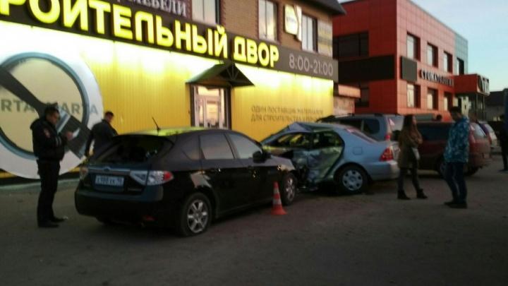 Ученик тюменской автошколы устроил ДТП, собрав на своем пути три автомобиля