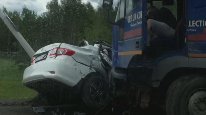 Машина всмятку, водитель отделался ссадиной: на Московском тракте произошло ДТП