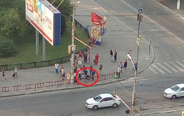В центре Волгограда толпа прохожих избила мужчину