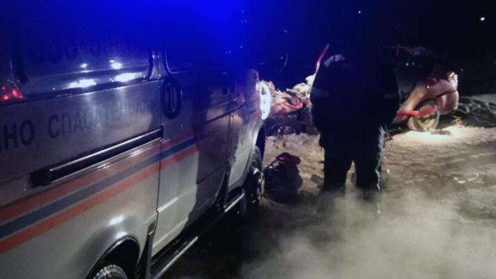 От легковушки остался только багажник: в Самарской области цистерна врезалась в Lada Granta