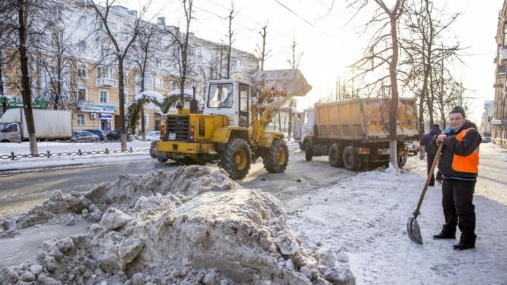 Мэр Ярославля поблагодарил коммунальщиков за хорошую уборку города