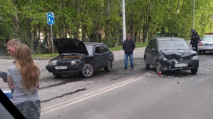 В аварии на улице 50 лет ВЛКСМ пострадали два человека