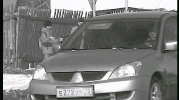 В Тюмени объявлены в розыск два водителя, разъезжающих по городу с чужими номерами