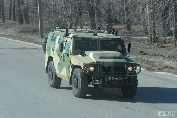 Подполковник из Екатеринбурга получил травму на учениях в Ростовской области.