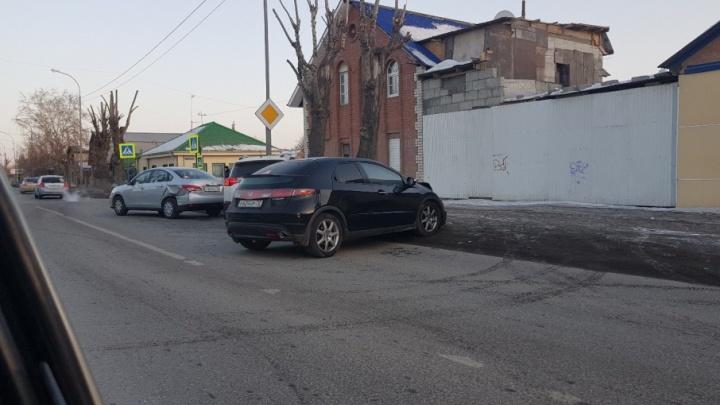 Четыре иномарки столкнулись на перекрестке улиц Чаплина и Южной