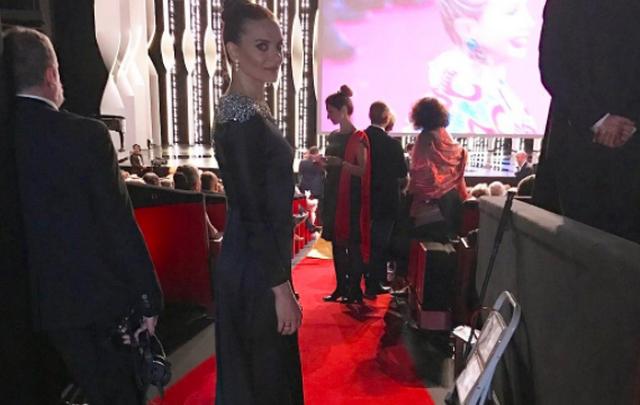 Волгоградская спортсменка Елена Исинбаева прошлась в вечернем платье по ковровой дорожке в Каннах