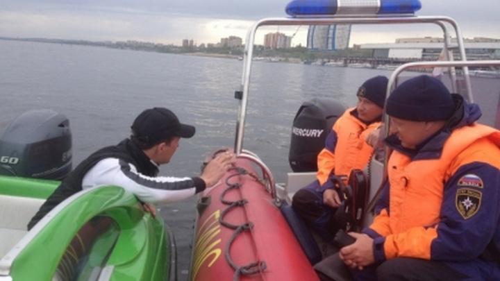 Под Волгоградом перевернулось частное судно, один человек погиб