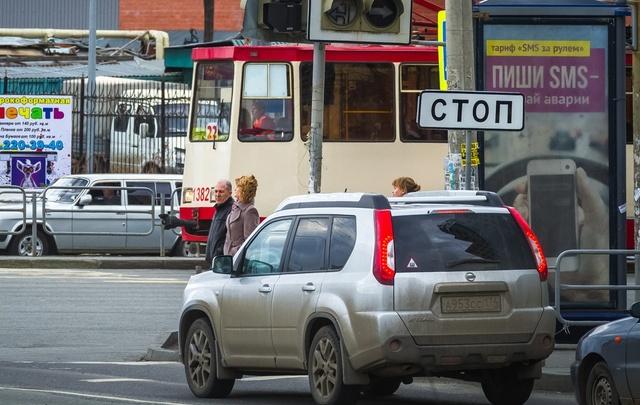 В Ленинском районе закрыли движение трамваев из-за падения пассажира