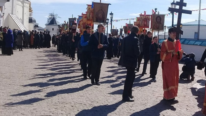 В память о Романовых: паломники идут пешком из Тобольска в Екатеринбург