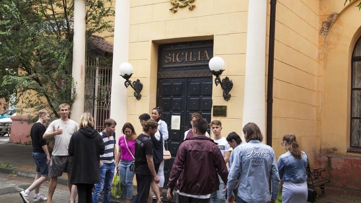Накипело: сотрудники челябинского ресторана добиваются зарплаты через прокуратуру