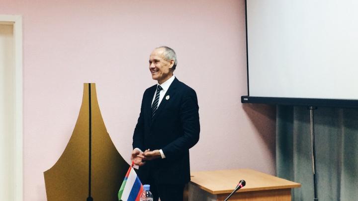 Тюменского доктора, который 37 лет подряд сдает кровь, наградили званием «Почётный донор России»