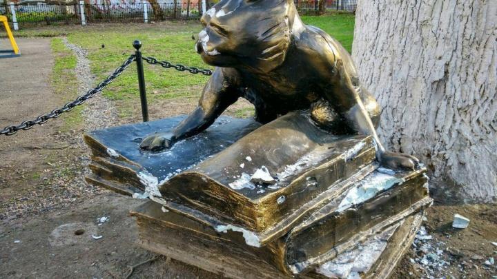 Памятник ученому коту в Ярославле спрячут от вандалов