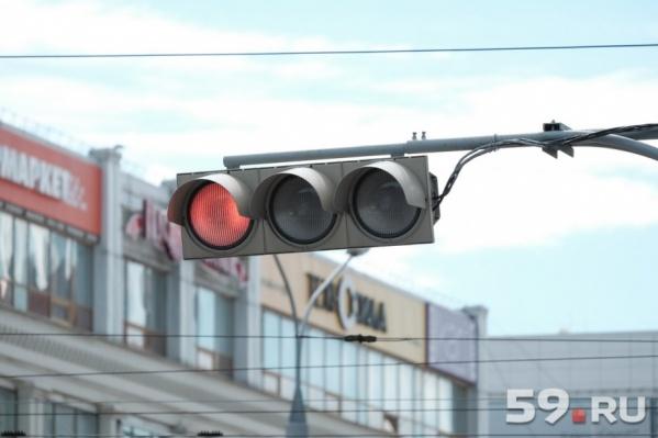 В Перми отключили два светофора