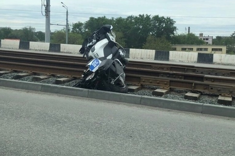 В аварии пострадали два мотоциклиста, один из них — сотрудник ГИБДД