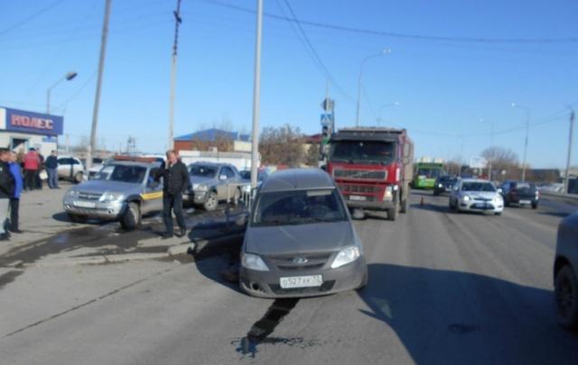 Массовая авария в Тюмени: четыре иномарки и грузовик