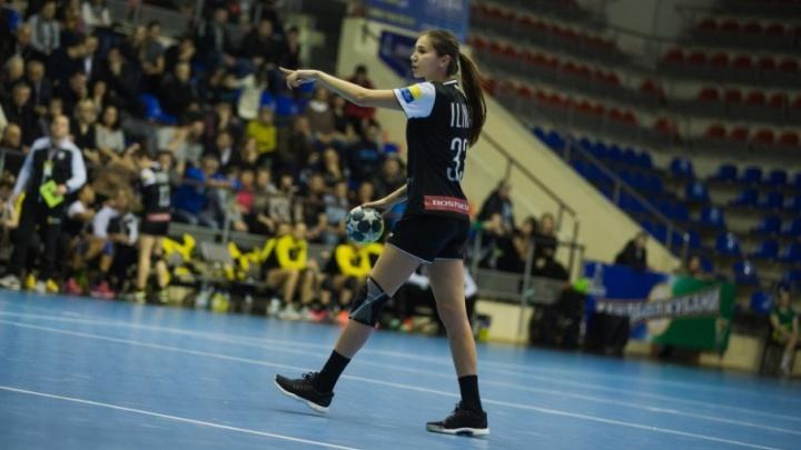 Жёсткая игра: донские гандболистки обыграли «Кубань»