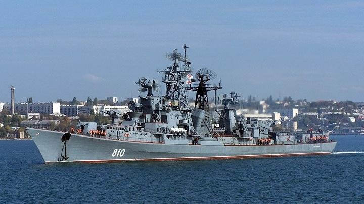 Преодолеют канал, шлюзы и сотни километров: рассказываем, как военные корабли доберутся в Ростов