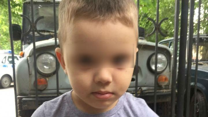 В Ростове четырехлетний мальчик сбежал из дома, пока бабушка спала