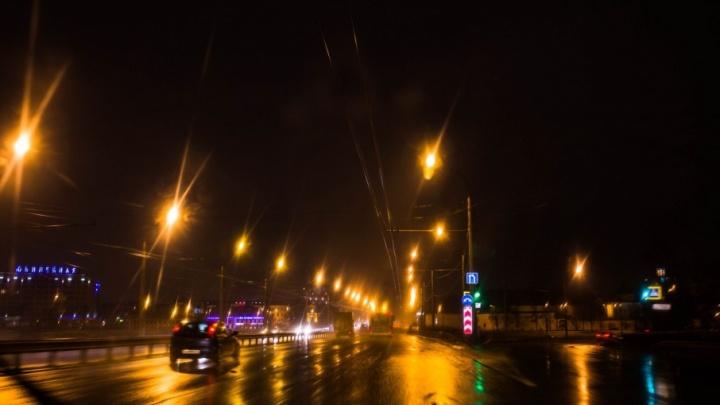 Начал душить при трёхлетней дочери: в Ярославле на улице мужчина напал на женщину