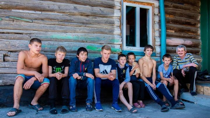 Слово – трудному подростку: начался суд по опеке южноуральца, воспитавшего 60 сирот