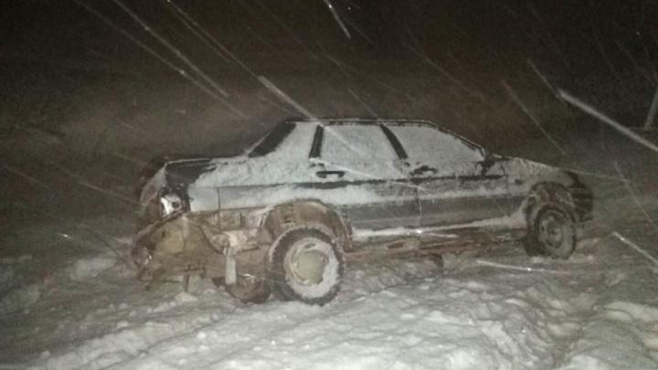 Самарские полицейские вытащили машину из кювета и отогрели водителя