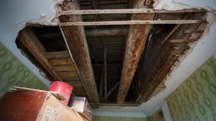Жильцы рушащегося дома в Тракторозаводском районе будут ночевать на улице