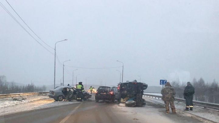 Крупное ДТП произошло утром на мосту через железнодорожные пути Исакогорки