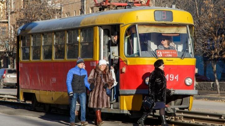 Следующие в Советский район Волгограда трамваи встали из-за аварии на подстанции