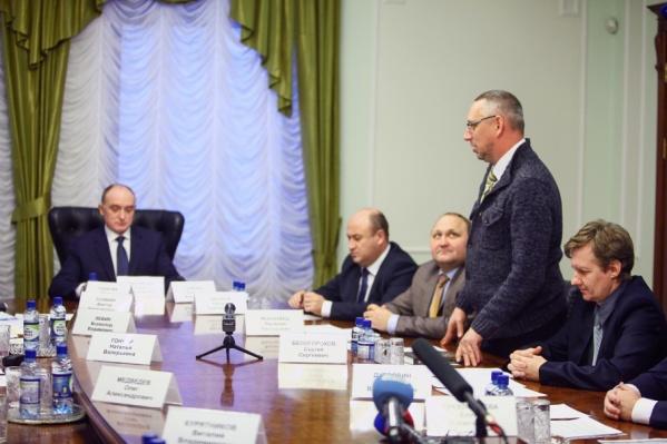 Василий Московец начал своё выступление с вопроса о беспросветном смоге в Челябинске